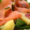Овощной салат с семгой и зеленью