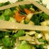 Салат с сыром, эндивием и орехами