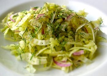 Салат с капустой и фенхелем