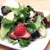 Салат с клубникой, грушей и сыром Фета