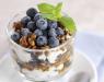 Творожный десерт с орехами и черникой