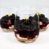 Десерт с черникой и смородиной