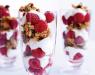 Десерт с малиной и мюслями