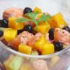 Салат с манго, семгой и черной смородиной