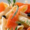 Салат с макаронами, семгой и зеленью